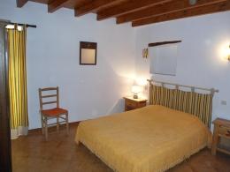 GÎTE 1 : Une deuxième chambre avec 1 lit double.