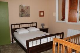 GÎTE N° 4 - Chambre 2 : 1 lit double +1 lit bébé