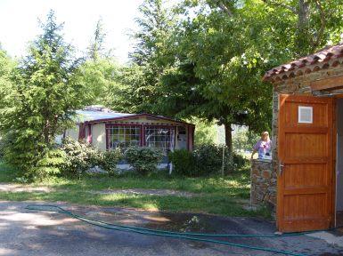 Camping : Emplacement et Point Eau